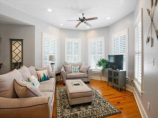 Updated 2BR Condo in Prime Historic District Location - Walk to Forsyth Park