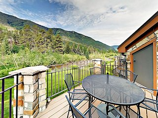 Multilevel 3BR Townhouse on Gore Creek w/ Sweeping Vail Views