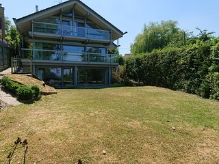 Ground floor flat, with garden access and lovely views over Thames valley