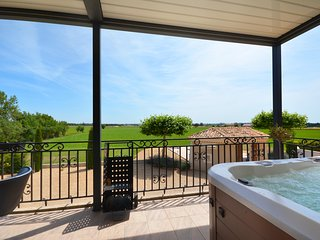 LS3-299 ESPAI Provencal villa with jacuzzi in Camargue