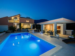 Villa Summer Joy 4* between Trogir and Split