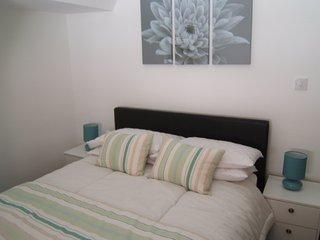 BOURNECOAST: TOWN CENTRE & SANDY BEACHES short walk away - Apartment - FM1706