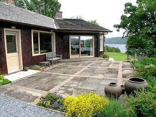 Self catering, secluded south facing lochside location in Highland Perthshire