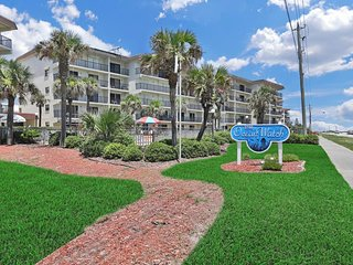 NEW LISTING! Oceanfront condo w/ easy beach access, sundeck & pool with a view!