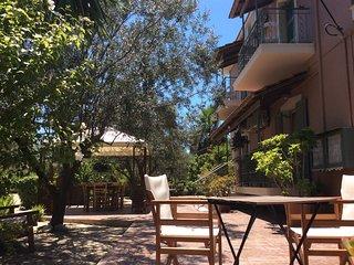 Studios in beautiful fruit garden, top floor: feel the fresh taste of Kefalonia!