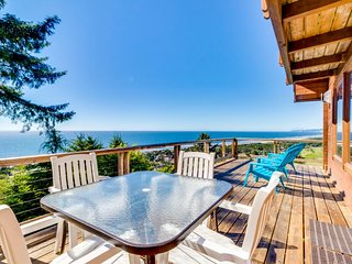 Amazing, dog-friendly cabin w/ exceptional ocean views & entertainment!