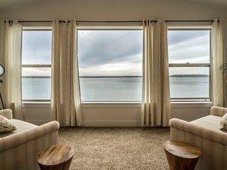 Seagate:Starboard~ Premier Condominium