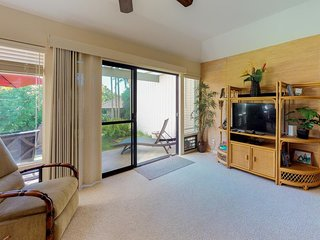 NEW LISTING! Cozy condo w/shared pool, hot tub, & tennis-walk to the beach