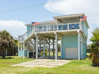 NEW LISTING! Oceanfront getaway, steps from beach w/shared pool - dogs welcome