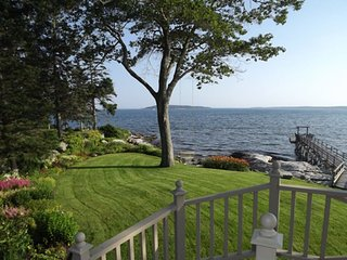 SPRUCE POINT ESTATE | KAYAKING, BOATING, BIKING AND MORE! | PET-FRIENDLY | SUNNY
