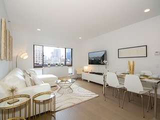 Ultra Luxurious 2Bed apt Midtown West