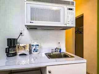 Comfortable studio w/ free WiFi - close to beaches and South Beach nightlife