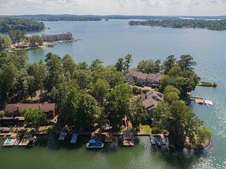 Newly Remodeled - Lake Front Villa
