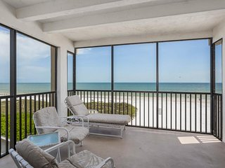 NEW LISTING! Charming oceanfront condo with views and shared heated pool!