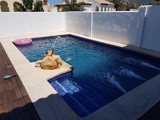 Preciosa casa con piscina privada en una de las zonas másselecta de Zahara