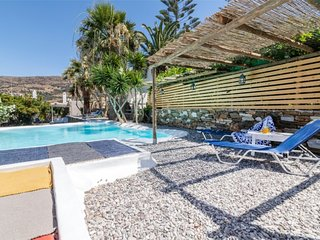 Cozy 2-Bedroom House in Tinos