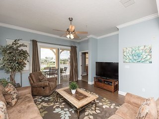 Lovely 2nd floor lake view corner Unit 921 - steps to the beach!!