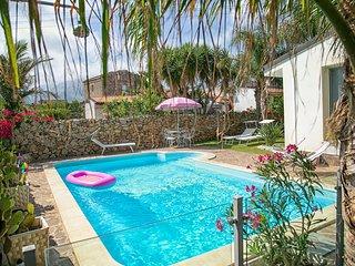 Villa Manzella  a 2 passi dal mare con piscina privata