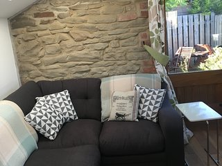 Cosy, detached stone Blacksmith's Cottage in the Forest of Dean sleeps 1-6