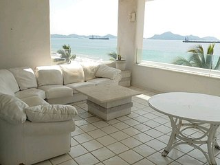 Ocean and pool front - 4 bedroom apartment