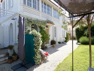 Rental Villa Six-Fours-les-Plages, 5 bedrooms, 12 persons