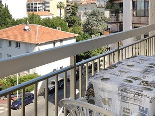 Spacious apartment in the center of Cannes with Lift, Parking, Internet, Washing