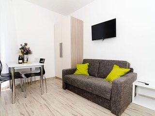 Cosy studio close to the center of Dubrovnik with Internet, Air conditioning, Te