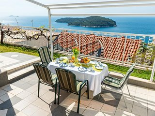 Spacious apartment in the center of Dubrovnik with Internet, Air conditioning, T