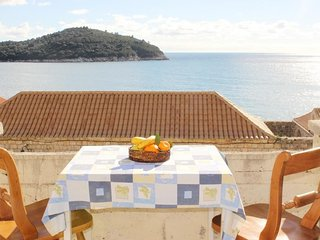 Bedroom in the center of Dubrovnik with Internet, Terrace (990100)