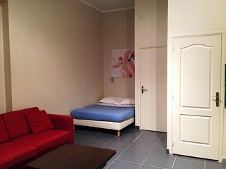 Cosy studio very close to the centre of Paris with Internet
