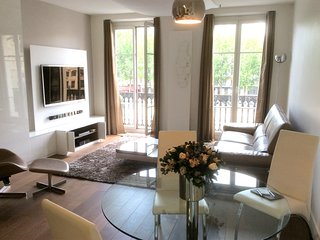 Apartment in the center of Paris with Internet, Lift, Balcony, Washing machine (