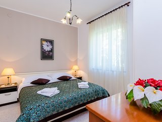 Spacious apartment in the center of Dubrovnik with Parking, Internet, Air condit