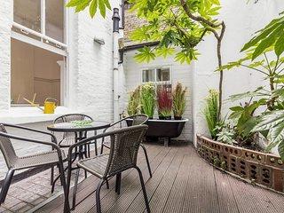 Elegant, Airy 2 Bed, 2 Baths apt w/Garden in Soho