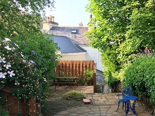 RELAX IN THE SUNNY SOUTH FACING GARDEN