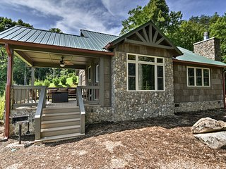NEW! Smoky Mountain Cabin with Views + Fireplace!