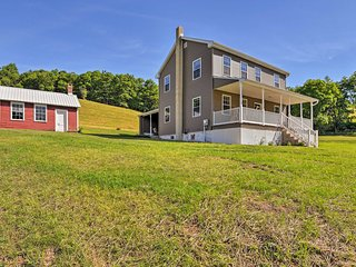 Restored Farmhouse w/Patio 5 Mi to Blue Mtn Resort