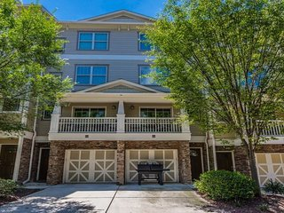 Luxurious 2 Bed 2.5 Bath Townhouse