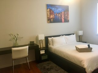 Luxury Bedroom with Bath/ 1.5 hrs to Yosemite