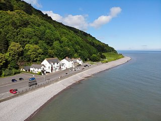 Seagulls Rest, Minehead - Spacious holiday cottage for up to 7 guests on the coa