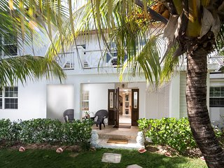 Special Anniversary *Tropical Island Home Steps from our Pink Sand Beach