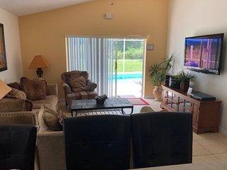 7979MBC. Deluxe 4 Bedroom 3 Bath Pool Home in Rolling Hills