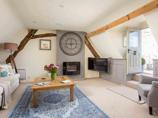 The Loft is a Grade II listed Cotswold stone apartment in the heart of Stow