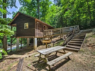 'Gone Hiking' Bryson City Cabin w/ Hot Tub & Grill