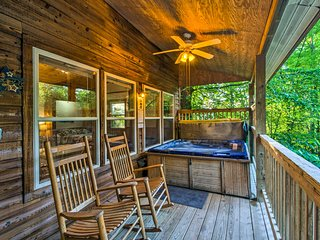 Nantahala Gorge Cabin w/Hot Tub - 7 Mi to Tsali!