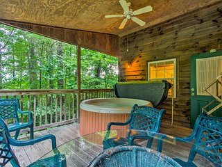 NEW! Bryson City 'Gone Biking' Cabin w/Porch & Spa