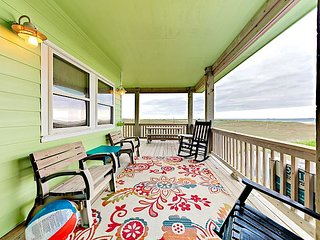 3rd-Floor Gulf-View Duplex Steps from the Beach in Port A