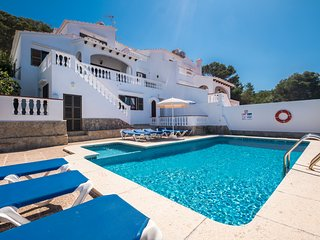 Holiday villa with swimming pool in Son Bou.