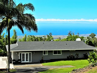 *Beautiful Setting*Private*Peaceful*In Kailua Kona*Stunning Views *New Jacuzzi*