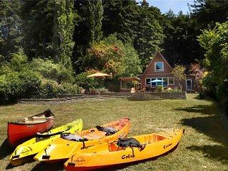 HAPPY TRAILS: Riverfront | Hot Tub | Fenced Yard