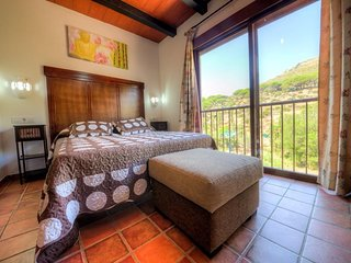 Private room, bathroom with terrace in Valdevaqueros